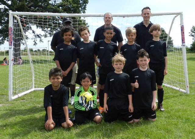The U9s with Gary and management team. Great start to their Merton careers.