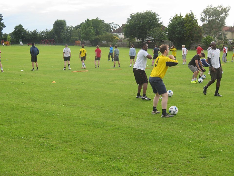 Ah Yes! some action pics featuring Clive (No 5) doing some squats. Club Person of the Year showing how its done.